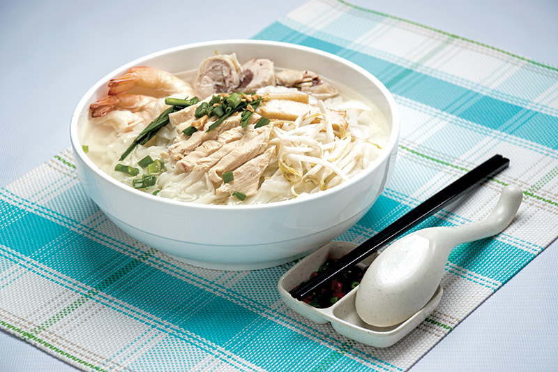Ipoh Koay Teow Soup with Chicken Slices